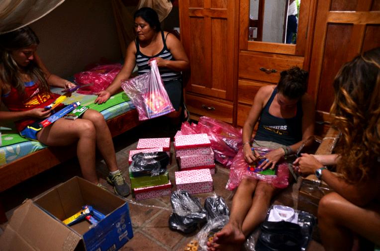 Somoto-school-donation-Quetzaltrekkers-Nicaragua (13)