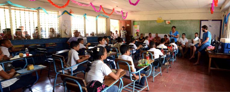 Quetzaltrekkers Nicaragua - Education non profit project (6)